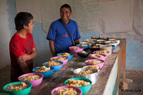 Ofrenda de alimentos  a los espíritus-ceremonia-ritual-del Çxa puc de los indígenas nasa. Resguardo Las Mercedes. Foto: Javier Sulé